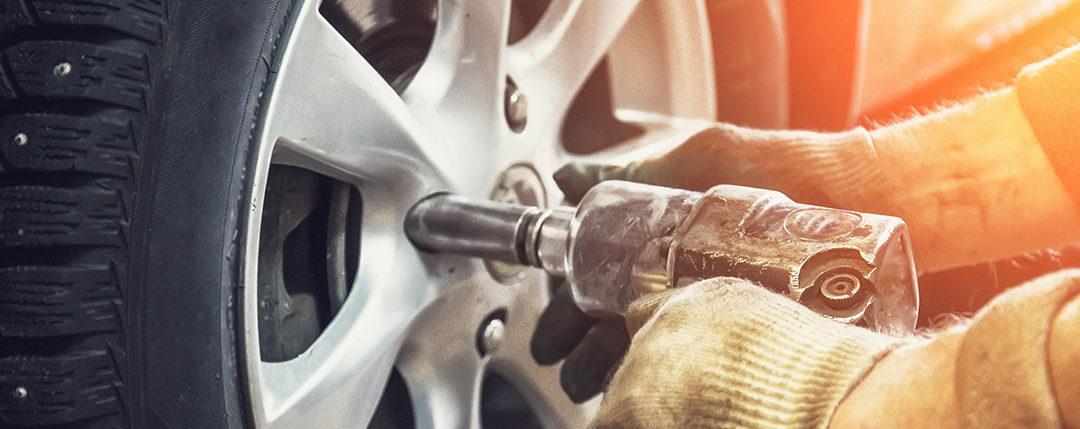 Varoitus: Monessa autossa on riski, että renkaat irtoavat