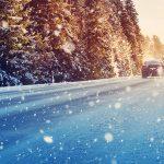 Auto talvisella tiellä